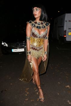 Hollywood takes Halloween very seriously. Best Celebrity Halloween Costumes, Classic Halloween Costumes, Halloween Kostüm, Halloween Outfits, Barbie Halloween Costume, Mummy Costumes, Halloween Costumes Women Creative, Teen Costumes, Woman Costumes