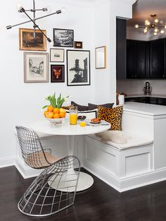 Dining Room decor ideas - small modern dining nook with a gallery wall, chandelier and a metal basketweave chair Small Apartments, Small Spaces, Kitchen Corner, Small Corner, Corner Dining Nook, Corner Banquette, Corner Seating, Corner Space, Banquette Seating