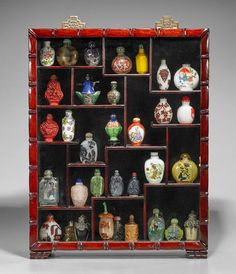 COLLECTION OF SNUFF BOTTLES IN DISPLAY CASE : Lot 452