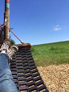 """Ilona vom Süssblog http://www.suessblog.de/ schreibt zu ihrem #unbeschwertgeniessen Schnappschuss:  """"Wir waren vor sechs Wochen bei meiner Tante und fanden dort diesen unglaublichen Spielplatz. Ich könnte nicht umhin, mich auf diese Hängematte zu legen und den Moment zu genießen."""""""