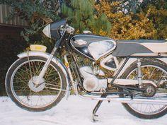 Stolte's Showroom | Showroom | De oldtimer bromfiets verzamelaars van Meppel e.o. Super Sport, Showroom, Sports, Mopeds, Vintage, Scooters, Motor, Board, Old Bikes