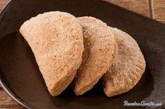 Aprende a preparar empanadas de cajeta con esta rica y fácil receta.  Las empanadas rellenas de cajeta son un plato típico de la repostería mexicana, aunque cada vez...