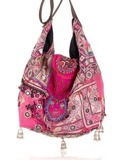 ☆ love a boho slouch bag. make from repurposed clothing? Tote Bags, My Bags, Purses And Bags, Ibiza Fashion, Look Fashion, Fashion Bags, Hippie Chic, Boho Chic, Gypsy Style