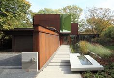 House on ravine edge in Toronto by Shim-Sutcliffe Architects