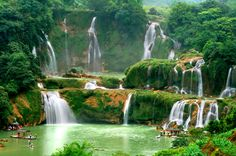 Breathtaking waterfalls. A subject of a longtime border dispute between China and Vietnam, Ban Gioc-Detian Falls is currently... - Shutterstock