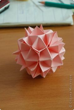 site says this is an easy one - I hope so.  Master class Kusudama: VERY EASY!  Paper.  Photo 1