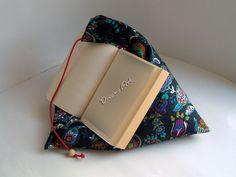 Kissen - Lesekissen, Buchkissen, Tabletstütze Blumengarten - ein Designerstück von Dreams-Art bei DaWanda