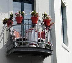 Jeder noch so kleine Balkon kann zu einem gemütlichen Rückzugsort werden. Praktische balkonmöbel findet ihr auch bei Garten und Freizeit.