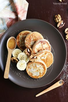 oladi with banana and walnuts Baby Food Recipes, Cooking Recipes, Vegetarian Recipes, Healthy Recipes, Eat Smart, Raw Vegan, Clean Eating, Food And Drink, Yummy Food