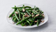 An exciting twist on green beans, this dish features an easy sauce made with vanilla, white wine and butter. Garlic Green Beans, Roasted Green Beans, Thanksgiving Green Beans, Green Beans Almondine, Spice Combinations, Salads For A Crowd, Cooking Green Beans, Sweet Potato Pecan, Green Bean Recipes