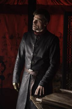 "Game of Thrones: Jaime Lannister (Nikolaj Coster Waldau) season 6 episode 8 ""No One"" Game Of Thrones Jaime, Game Of Thrones Episodes, Game Of Thrones Costumes, Jaime And Brienne, Jaime Lannister, Watchers On The Wall, Photo Games, Nikolaj Coster Waldau, Maisie Williams"