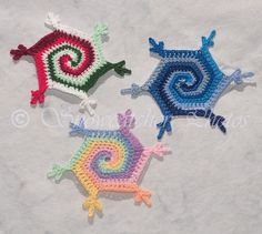 Spiral snowflakes .... the most wonderful crochet patterns on the 'net !! (^_~)