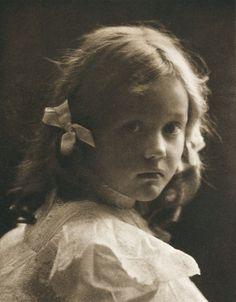 Die Kunst in der Photographie : 1900  Photographer: Hermann Widensohler Title: Kinderkopf