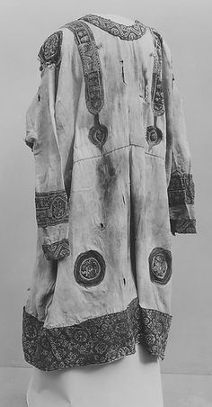 Tunic ~  6th-7th century ~ Egypt, Eshmunein ~ Coptic ~ Wool; tapestry weave ~ Metropolitan Museum of Art