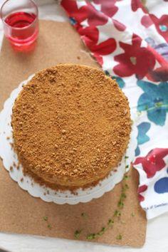 Russian Honey Cake Medovik - masam manis Russian Honey Cake, Cake Photography, Beautiful Cakes, Asian Recipes, Telur, Desserts, Food, Tailgate Desserts, Deserts