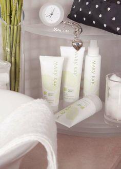 Nuestra pasión es tener soluciones del cuidado de la piel sencillas y adaptables a cualquier necesidad. La línea Botanical Effects® ofrece 4 productos en 2 fórmulas para crear tu rutina del cuidado de la piel. #pasionmk