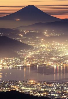 Mount Fuji with Evening Lights that Sparkles like Twinkling Stars Japanese Photography, Landscape Photography, Beautiful Landscapes, Beautiful Images, Places Around The World, Around The Worlds, Go To Japan, Japanese Landscape, Mount Fuji