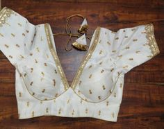 Indian Blouse, Sari Blouse, Saree Blouse Designs, Indian Wear, V Neck Blouse, Bridal Sari, Indian Bridal, Sabyasachi, V Cuts