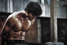 Yoo Gong in Keopi peurinseu Action Film, Action Movies, Korean Celebrities, Korean Actors, Gong Yoo Shirtless, Train To Busan Movie, World Of Darkness, Acting Skills, Korea