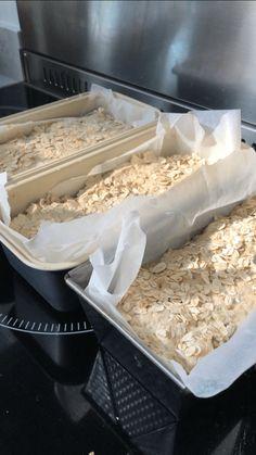 GLUTENFRI HAVREBRØD MED SOLSIKKEFRØ (3 BRØD) Coconut Flakes, Cereal, Spices, Breakfast, Food, Morning Coffee, Spice, Essen, Meals