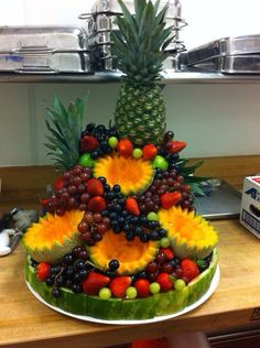54 Best Ideas for fruit platter wedding veggie display Fruit Centerpieces, Fruit Decorations, Edible Arrangements, Food Decoration, Fruit Buffet, Fruit Trays, Veggie Display, Veggie Tray, Deco Fruit