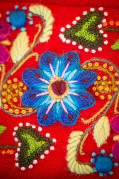 Folk Embroidery, Embroidery Stitches, Embroidery Designs, Types Of Stitches, Do It Yourself Projects, Ideias Fashion, Needlework, Embellishments, Sewing Projects