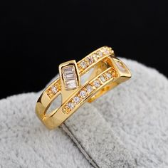 Chic 18K Gold Plated Special Design Copper Round Ring Inlay Square Zircon Rings for Women