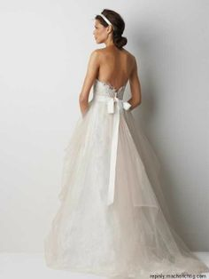 Wedding dress back... Wow this is gorgeous