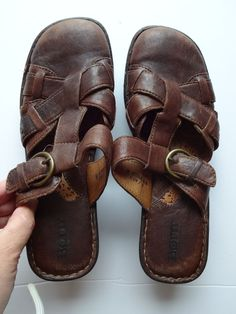aa3f0c00274361 Women s BORN Brown Leather Clogs Sandals Size 9 Summer Shoes 2.5