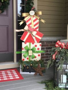 Outdoor Christmas Decorations for Yard - Christmas DIY {hashtags Outside Christmas Decorations, Christmas Wood Crafts, Christmas Porch, Christmas Projects, Simple Christmas, Christmas Time, Outdoor Christmas Presents, Diy Xmas Decorations, Christmas Ideas