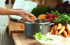 Популярный английский шеф-повар Джейми Оливер делится своими секретами о приготовлении и хранении продуктов. Запомните их, и повседневные дела на кухне станут намного проще.