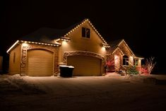 Clear Christmas Lights on Front Eves Christmas Lights Outside, Christmas House Lights, Christmas Light Displays, Outdoor Christmas Decorations, Holiday Lights, Christmas Houses, Classy Christmas, Christmas Design, Beautiful Christmas