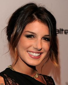 Shenae Grimes; totally lovin the hair & is one of my fav actresses from 90210 & Degrassi The Next Generation! <3