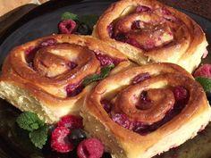 Mascarponés - meggyes tekercs | Budafoki élesztő Izu, French Toast, Breakfast, Recipes, Food, Meal, Eten, Recipies, Meals