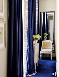 Dark blue curtains with contrasting leading edge. A Monte Carlo House by Timothy Whealon : Architectural Digest Royal Blue Curtains, Navy Curtains, Curtains Living, Velvet Curtains, Architectural Digest, Tiny Living Rooms, My Living Room, Blue Rooms, White Rooms