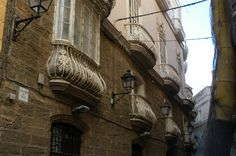 Cádiz. Balcones y cierros. Callejón del tinte.