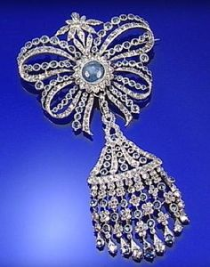 SAPPHIRE AND DIAMOND BROOCH, 19TH CENTURY