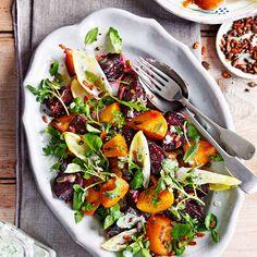 Bietjes zijn gezond! Deze voedzame groente is vrijwel het hele jaar te verkrijgen en zit bomvol vitaminen. Hartstikke goed voor onder andere je uithoudingsvermogen. Niet voor niets zijn sporters gek op deze knolgroente. In deze salade vormt het de basis,...