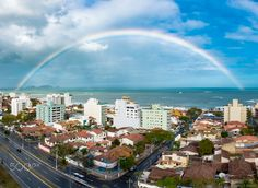 Arco-Íris (Rainbow) - Arco-Íris no fim de tarde na Praia de Cavaleiros em…