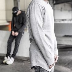 The best item for this season. The round sweat with frayed details - available online. #jokerzandkingz dope black fashion and urban street wear. Jokerz x Kingz stands for high quality and a badass style! Check out our new collection.