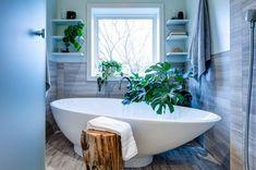 Pflanzen im Badezimmer badewanne hocker holz