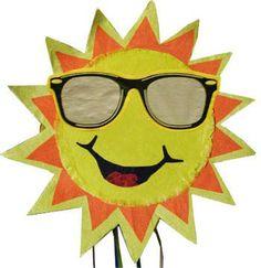El sol, capitán redondo, lleva un chaleco de raso.