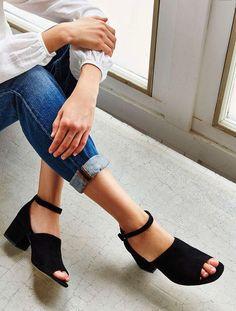 ropa que no debes usar tacones de bloque