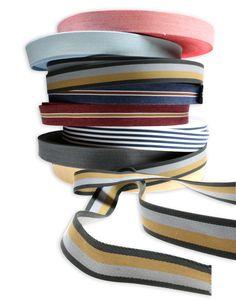 Schon aufgrund des intensiven Rottons und der Canvas-Webstruktur ist der Viskosegurt ein Blickfanggarant an Taschen, Necessaires, Körben, Schubladen und Co. Shops, Band, Fashion, Drawers, World, Taschen, Leather, Moda, Tents