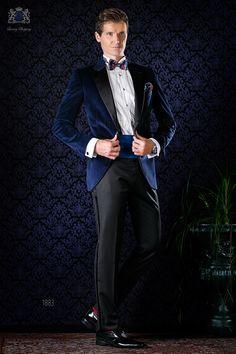 Blaue Smoking Sakko aus Samt mit Satin Revers und schwarze Hose. Tuxedo 1883 Kollektion Black Tie Ottavio Nuccio Gala.