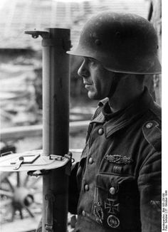 German Grenadier with Panzerschreck on 27th October 1944 near Metz. Photo: Bundesarchiv Bild 183-J28180 / CC-BY-SA 3.0
