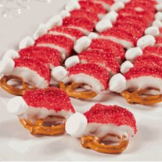 Santa Hat Pretzels - Free Christmas Recipes, Coloring Pages for Kids & Santa Letters - Free-N-Fun Christmas Christmas Snacks, Christmas Holidays, Christmas Cooking, Christmas Goodies, Christmas Pretzels, Christmas Hats, Christmas Recipes, Holiday Desserts, Xmas Food