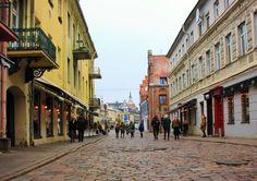 Nieodłącznym elementem naszych podróży jest smakowanie lokalnej kuchni. Litewskie smaki są już nam dość dobrze znane, bo wcześniej kulinarnie zwiedzaliśmy Wilno. A i podczas naszego weekendowego wypadu do Kowna nie mogliśmy odmówić sobie cepelinów! Zatem do sedna: gdzie zjeść w Kownie? Street View