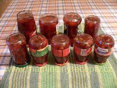 Pečený čaj 2 kg libovolného ovoce (nejlépe drobné, větší je třeba pokrájet), 500-750 g krystalového cukru, koření podle chuti (skořice, hřebíček, badyán), 1-2 omyté citrony, rum Všechno dáme do hlubšího plechu, zasypeme cukrem a přidáme koření. Promícháme a vložíme do vyhřáté trouby. Pečeme při 170°C 30-40 minut, občas můžeme promíchat. Ihned po vytažení z trouby vmícháme rum. Plníme do skleniček se šroubovacím uzávěrem, položíme je víčkem dolů a necháme vychladnout. Home Canning, Dessert Recipes, Desserts, Kimchi, Detox, Food And Drink, Jar, Homemade, Drinks