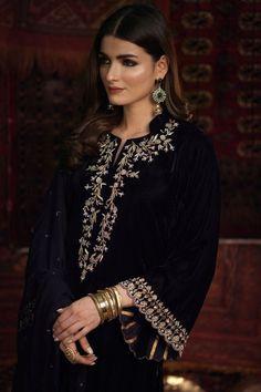 Fancy Dress Design, Stylish Dress Designs, Stylish Dresses, Pakistani Fashion Party Wear, Pakistani Bridal Wear, Indian Bridal, Indian Fashion, Kurti Embroidery Design, Embroidery Fashion
